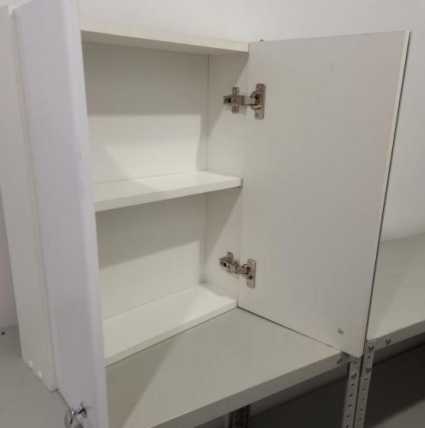 Шкафчик для ванной с зеркалом 550х610х140 (выс*шир*гл) 1 полка, 3 дверцы, дверца правая, белый